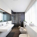 venetian-blinds-in-bathroom